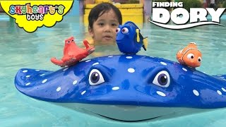 Swimming GIANT MR RAY with Finding Dory Swigglefish - Nemo, Marlin, Hank, Bailey Water Toys