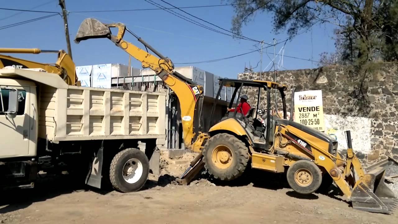 excavadora y retroexcavadora gargando camion volteo  YouTube