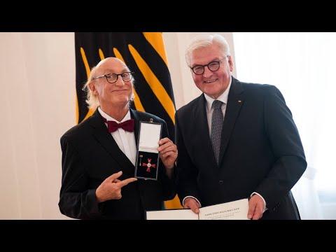 Bundesverdienstkreuz für Otto Waalkes - nicht ohne Gelächter