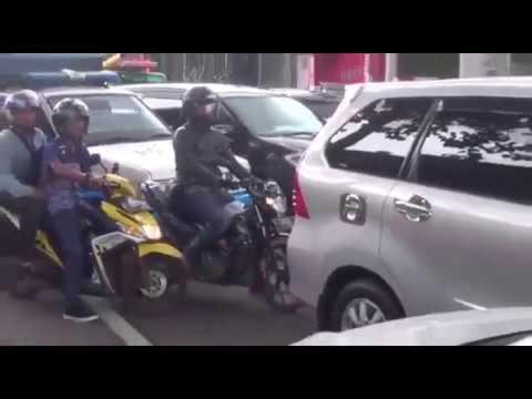 Melanggar Sistem Satu Arah di Puncak, Tujuh Mobil Pengawal Anies Ditilang