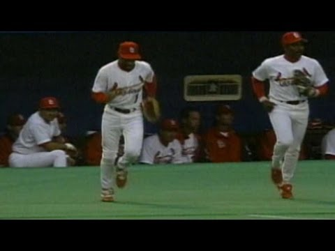 PHI@STL: Ozzie Smith does back flip on Opening Day