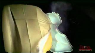 Раскрытие боковой подушки безопасности в автомобиле(Дети до 12 лет (ростом ниже 1,5 метра) должны перевозиться в детских автокреслах безопасности. Если ребенок..., 2011-12-03T07:03:26.000Z)