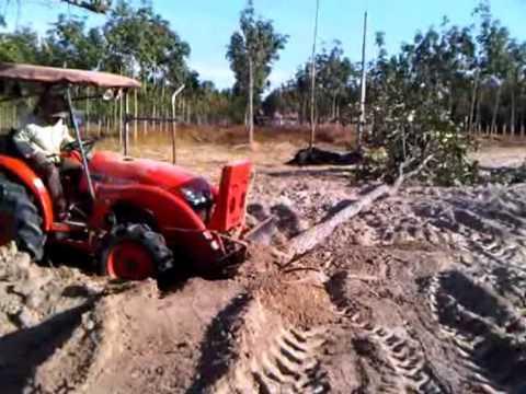รถไถคูโบต้า ดันต้นไม้
