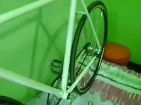 Bicicleta Caloi 10 convertida para Single Speed com freio contra pedal! Muito boa para skids.