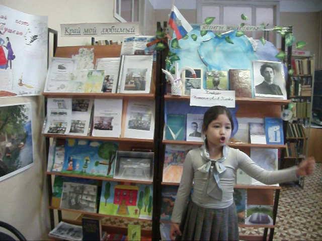 Изображение предпросмотра прочтения – СабухатМирзохуджаева читает произведение «Балаган» А.А.Блока