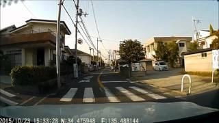 ドライブレコーダーの映像-(73) バイク乗りが足で自転車を押している風景