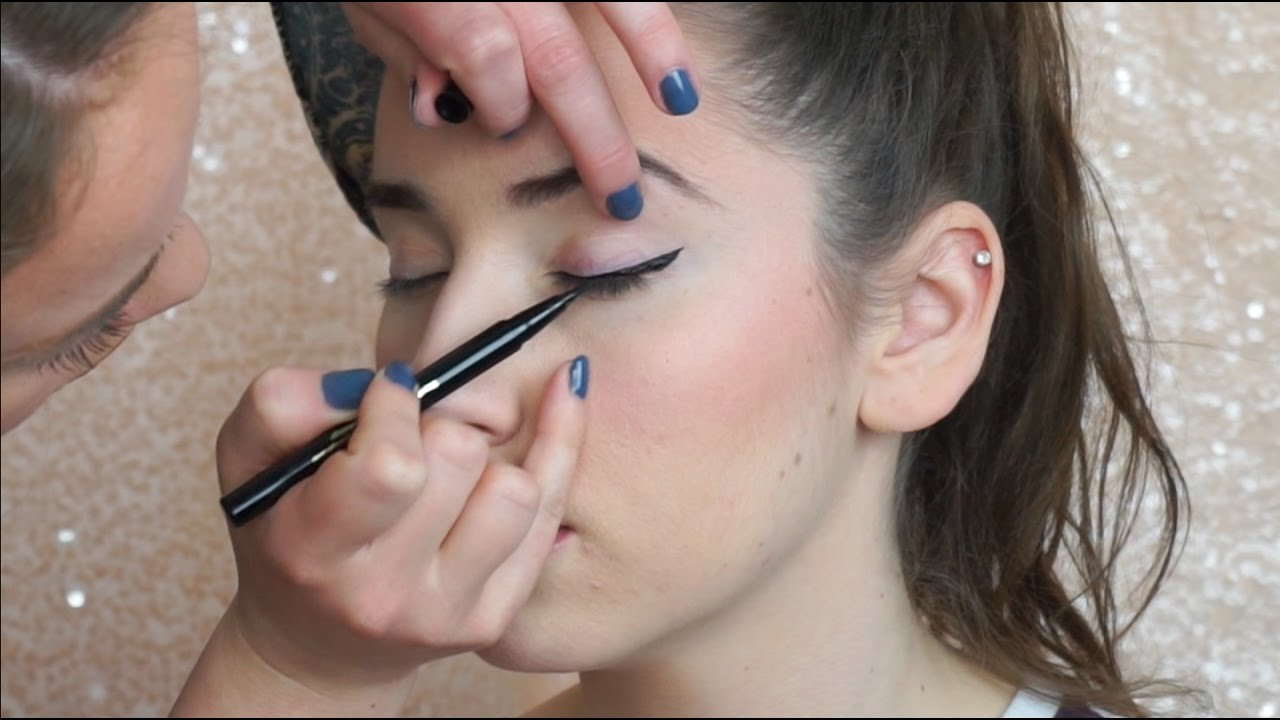 how to do winged eye liner on someone else pro tips youtube