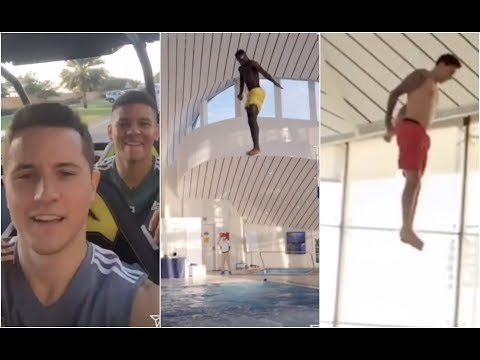 Manchester United players do some spectacular free dives in Dubai