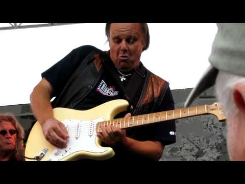 Walter Trout - Goin' Down [Portland Waterfront Blues Festival 2010]