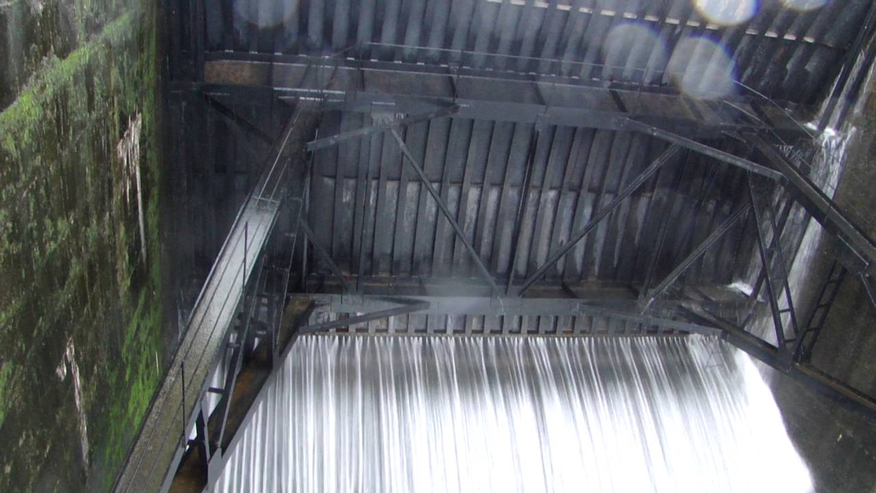 & Bhandardara Dam Door Opened-2010 - YouTube
