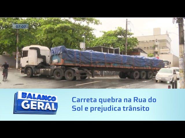 Hoje: Carreta quebra na Rua do Sol e prejudica trânsito