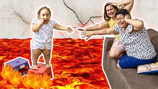 THE FLOOR IS LAVA | MC Divertida salva a mamãe e a vovó do CHÃO É LAVA - Família MC Divertida