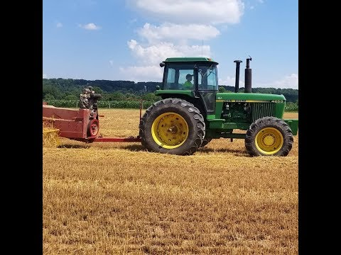 The different straw quality between two machines John Deere 9550 New Holland CR7 90
