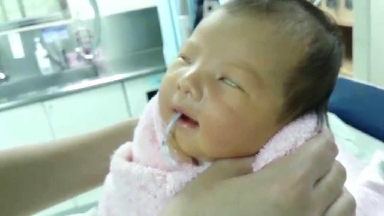 寶寶睡覺翻白眼 - YouTube