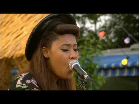 VV Brown - Shark In The Water (Acoustic Version) (Glastonbury 2009)