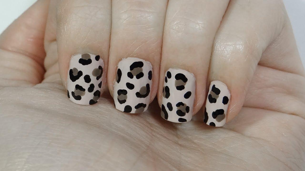 Uñas con estampado de leopardo o leopard print nails