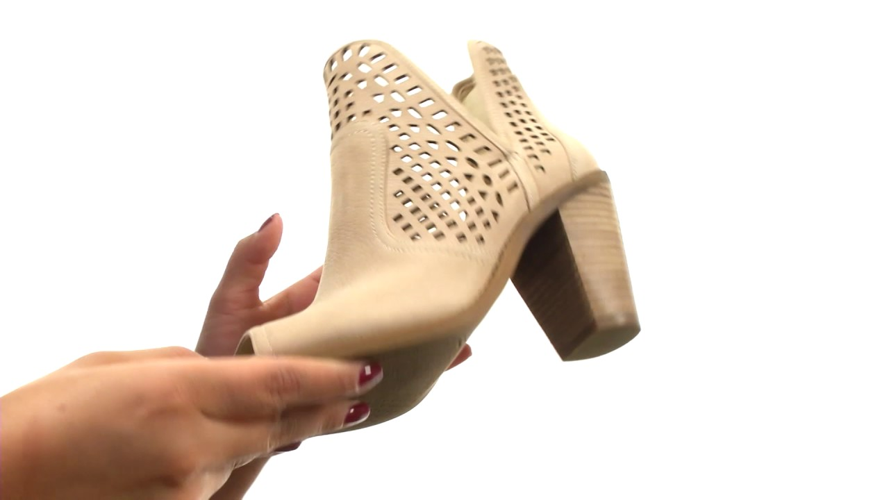Jessica Simpson Women/'s Cherrell Ankle Bootie