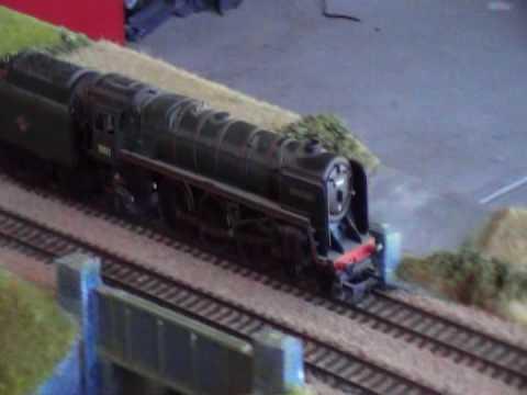 hornby britania class pulling rake of br mk1s
