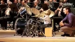 Cậu bé 3 tuổi đánh trống cùng dàn nhạc giao hưởng