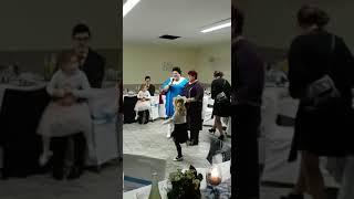 Бабушки поздравляют молодоженов
