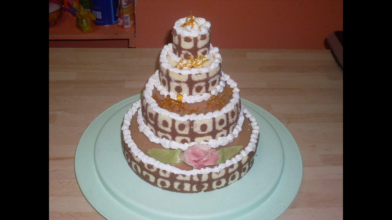Gâteau à étage , Crème praliné, sauce caramel et chocolat blanc