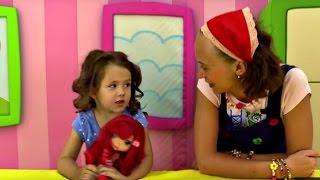 Парикмахерская Евы: ЛОКОНЫ - как сделать. Прически для девочек. Видео для детей(Давайте смотреть, как Ева и Маша играют в парикмахерскую! Сначала Ева была парикмахером и причесывала куклу..., 2015-08-11T05:01:36.000Z)