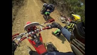 Surpresa no meio da trilha!!! Mini moto e novo piloto de moto cross 2T. (não conheço)