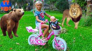 Влог Прогулка на Велосипеде Хелло Китти в ЗООПАРК для детей с куклой Беби Бон
