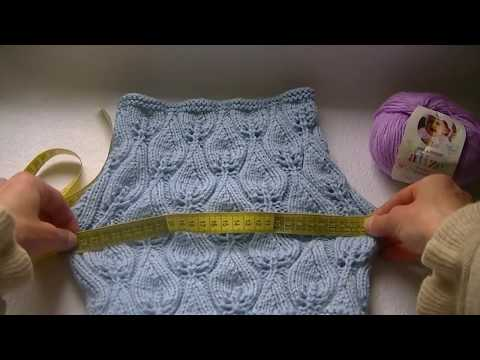 Knitting a neckwarmer with a jour pattern, candle flame pattern