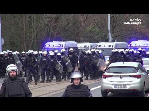 Wielka mobilizacja policji. Eskorta kibiców Zagłębia Sosnowiec na mecz z  Pogonią Szczecin