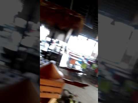 Badai memporak porandakan Food court Kampoeng Kemiri Salatiga