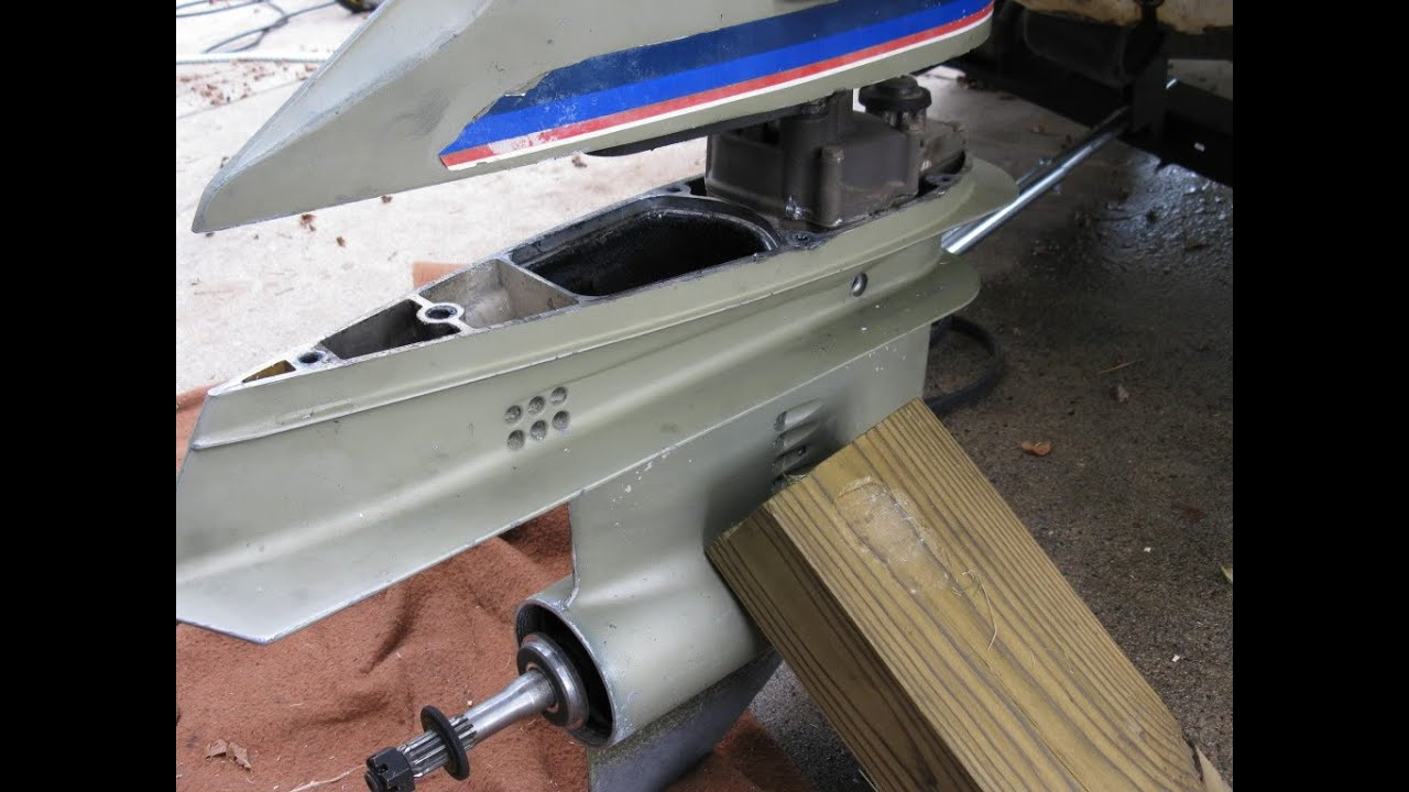 how to remove the lower unit on a outboard engine [ 1280 x 720 Pixel ]