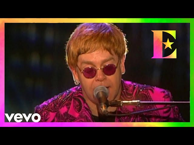 Elton John - Rocket Man (Live at Madison Square Garden 2000)
