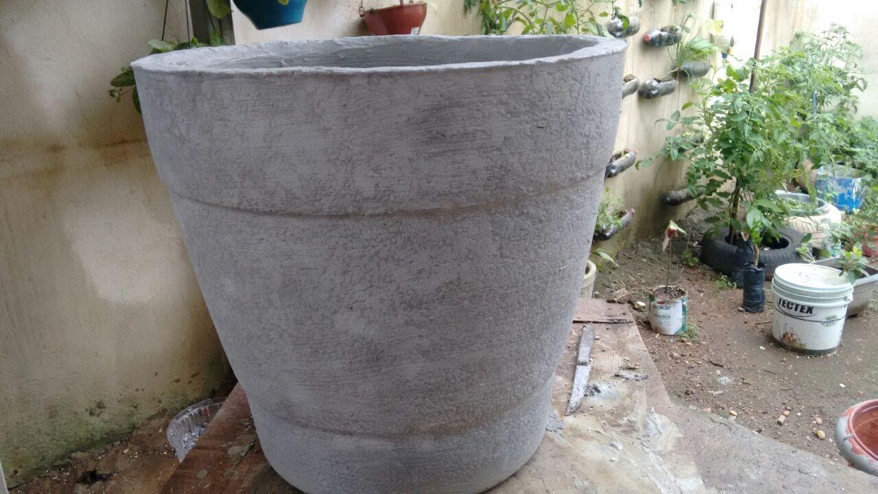 Como fazer vaso grande de isopor e cimento youtube for Vaso grande