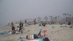 Californians flock to beach amid heat wave despite pandemic | AFP