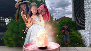 СУПЕР СПОСОБНОСТИ у Девочек! Мила телепортируется, Амелия замораживает, а Леона создаёт иллюзии!