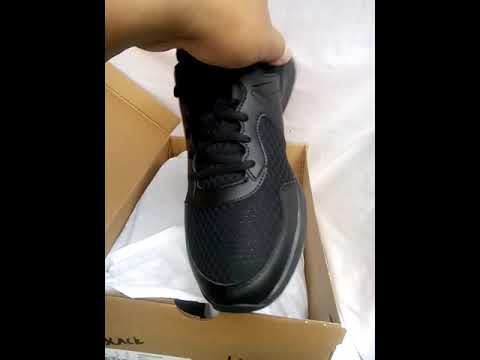 e04fe18c652 REEBOK EXPRESS RUNNER Black. Original - YouTube