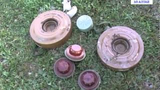 В Ынырге подросток нашел мины(Собирал грибы- нашел мины. Подросток из Ынырги обнаружил в лесу противотанковые взрывные устройства. О..., 2015-08-28T04:43:41.000Z)