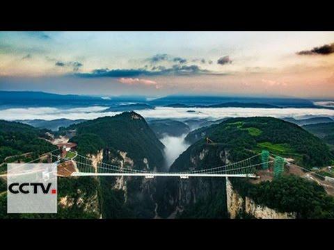В Китае открылся самый длинный и высокий стеклянный мост в мире
