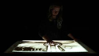 Lichtjes in de mist -  Muziek Matthijn Buwalda en Stef Bos, zandkunst Immanuel Boie