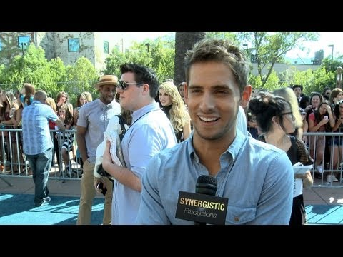 Jean Luc Bilodeau - Make Out Scenes W/ Live Audience - Baby Daddy