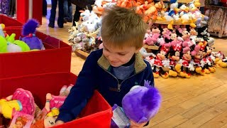 TOY SHOPPING AT THE DISNEY STORE!     Rockvale Square Outlets Lancaster PA