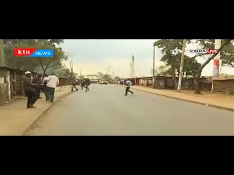 Rowdy youths engage police in running battles in Kibra as they protest President Uhuru's win