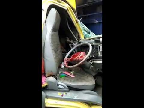 SERAM... Kecelakaan maut truck vs truck sopir masih terjepit dimobil. Mp3