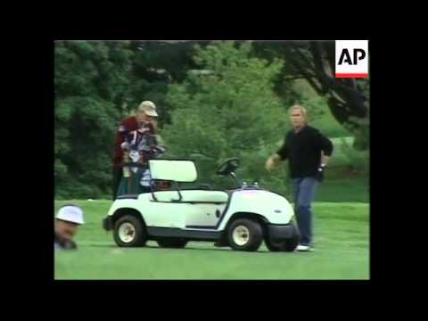 Bush plays golf with dad on Father's Day, comments on Middle East