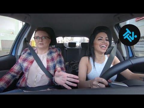 Kierowcy obtrąbili atrakcyjną kursantkę na pierwszej jeździe! [Nauka jazdy]