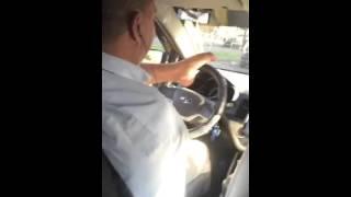 Taxista sin brazos