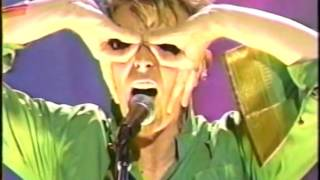 David Bowie – Moonage Daydream (Live GQ Awards 1997)