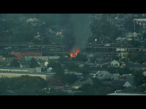 Large fire blazes in New Orleans