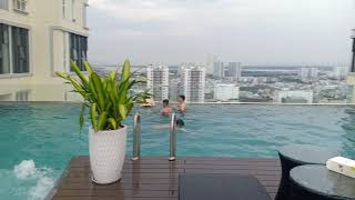 Trãi Nghiệm Hồ Bơi Tầng 21 Căn Hộ The Golden Star
